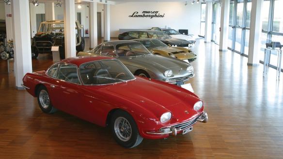 350GT vermelho no museu da marca