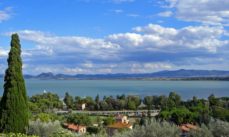 Lago Trasimeno, onde Ferrucci viveu porquase duas décadas