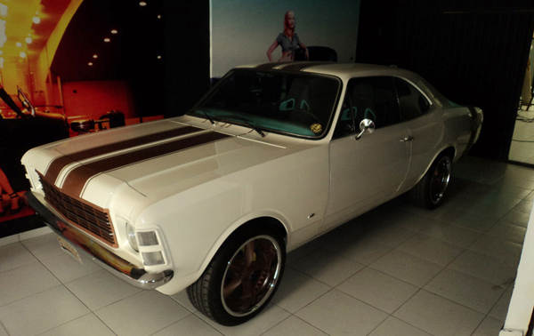 Up Custons Opala 79